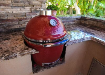 Outdoor Kitchen Counter & Ceramic Grill